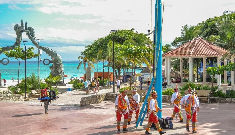 Voladores de Papantla en Playa del Carmen