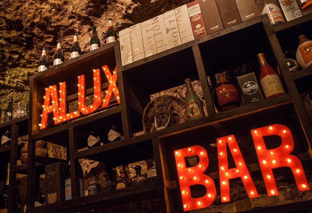 Servicios que ofrece al público el Restaurante Alux en Playa del Carmen