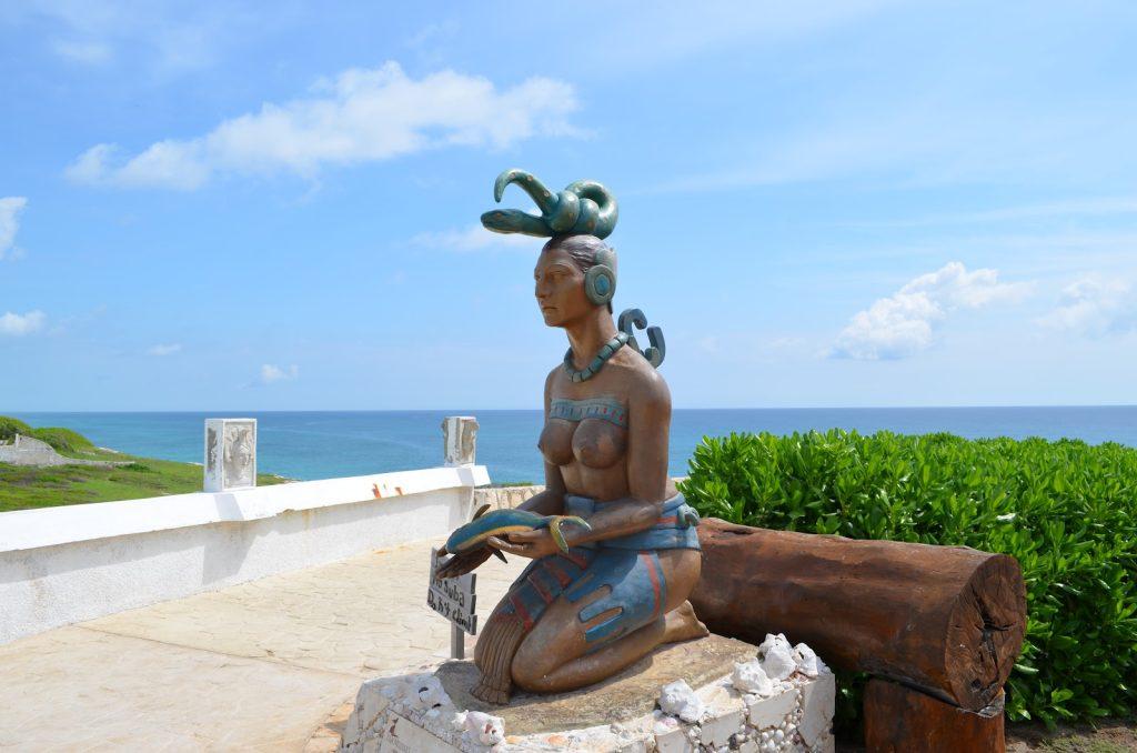 Una escultura de la diosa maya Ixchel