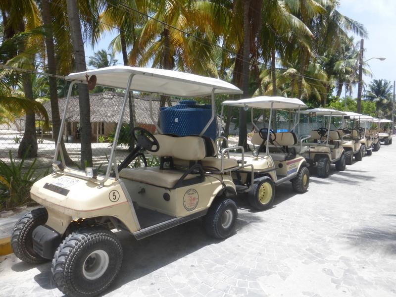 Recorre Isla Mujeres rentando un carrito de Golf